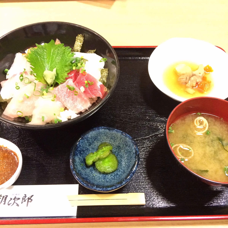 朝次郎の海鮮丼ランチ