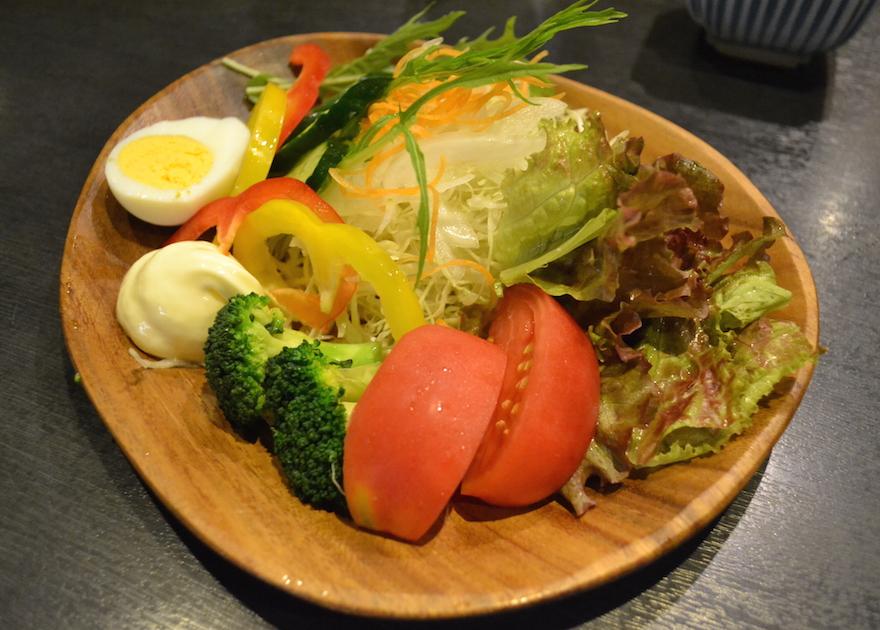 居酒屋本陣の野菜サラダ